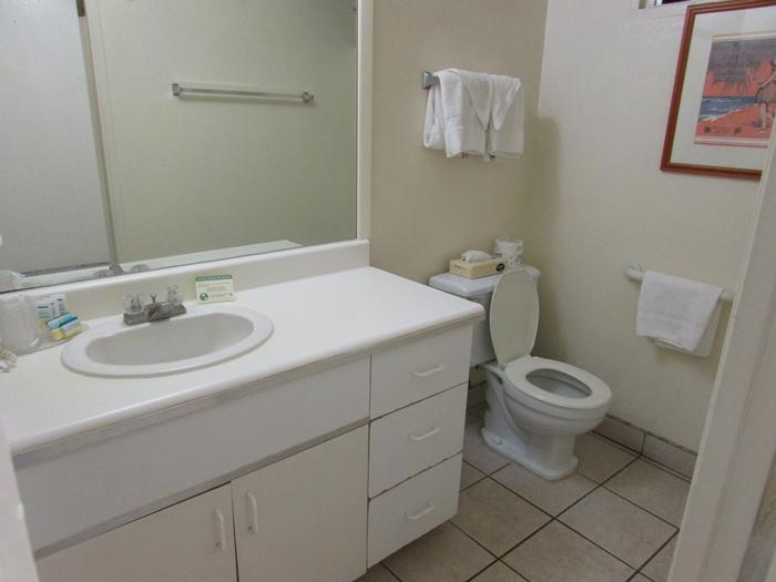 【ハワイ01】ホノルル国際空港からワイキキへの移動と、ワイキキの宿「White Sands Hotel」 (4)