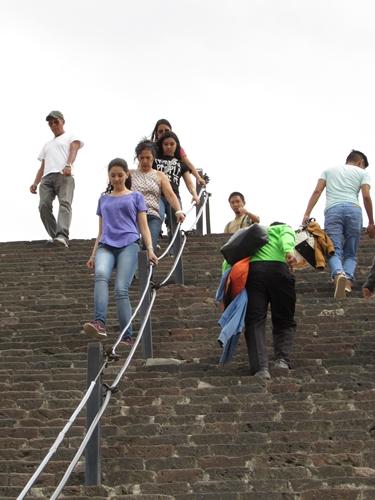 【メキシコ08】世界で三番目?!テオティワカン・太陽のピラミッド (16)