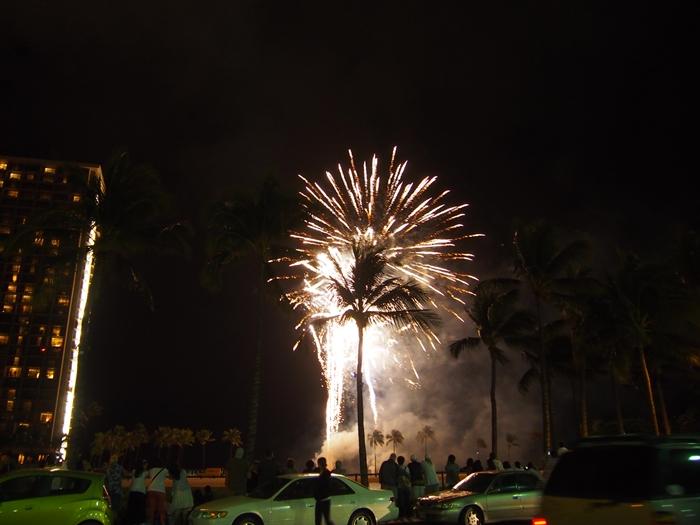 【ハワイ03】ワイキキからお届け~毎週末のヒルトン花火と、年に一度の長岡花火! (4)