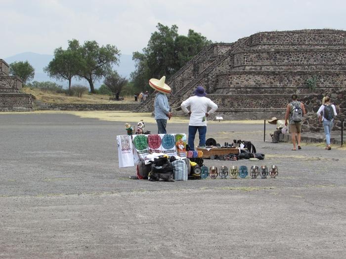 【メキシコ08】世界で三番目?!テオティワカン・太陽のピラミッド (12)