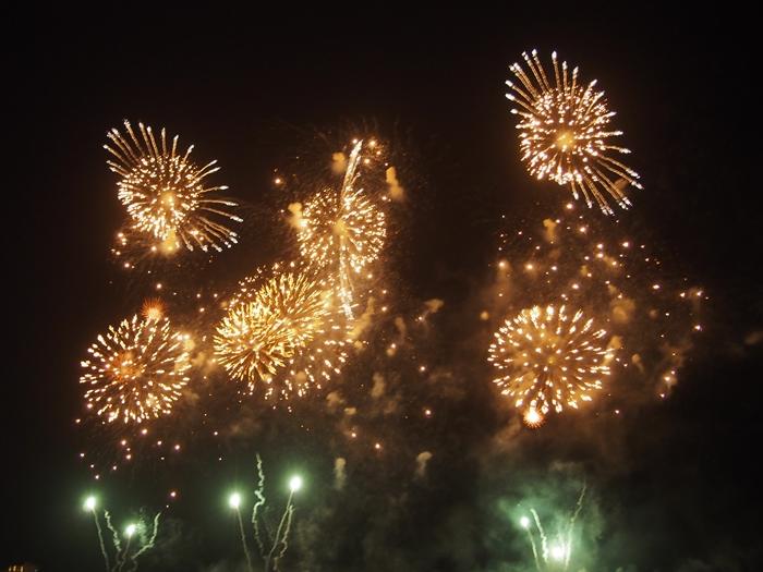 【ハワイ03】ワイキキからお届け~毎週末のヒルトン花火と、年に一度の長岡花火! (7)