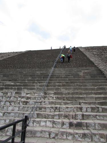 【メキシコ08】世界で三番目?!テオティワカン・太陽のピラミッド (15)