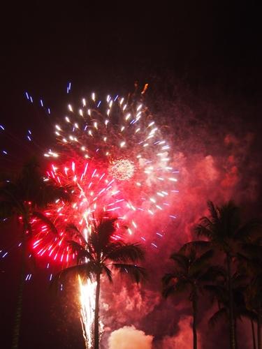【ハワイ03】ワイキキからお届け~毎週末のヒルトン花火と、年に一度の長岡花火! (5)