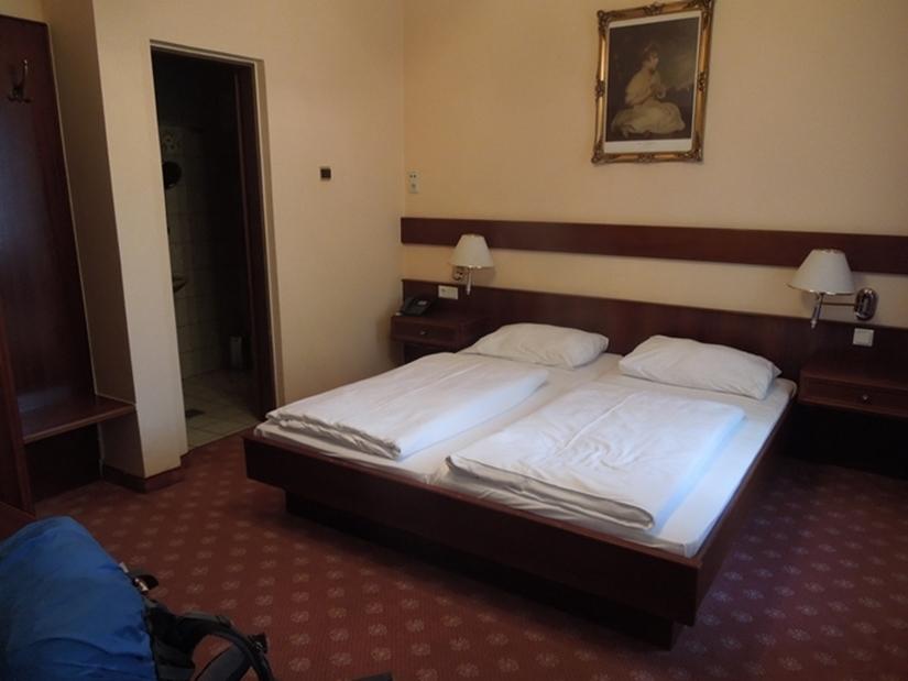 18【オーストリア01】プラハチェコからウィーンオーストリアへのバス移動と、ウィーンの安宿「Hotel CRYSTON」 (1)