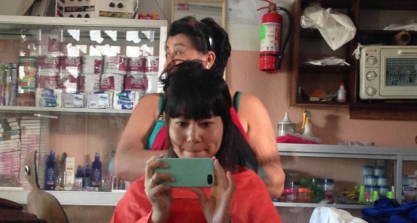 【エクアドル07】ガラパゴスで髪を切ってもらいました。 (9)
